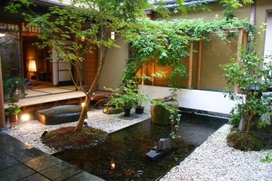 Foto via homeidb.com - Curti interioare transformate in gradini japoneze