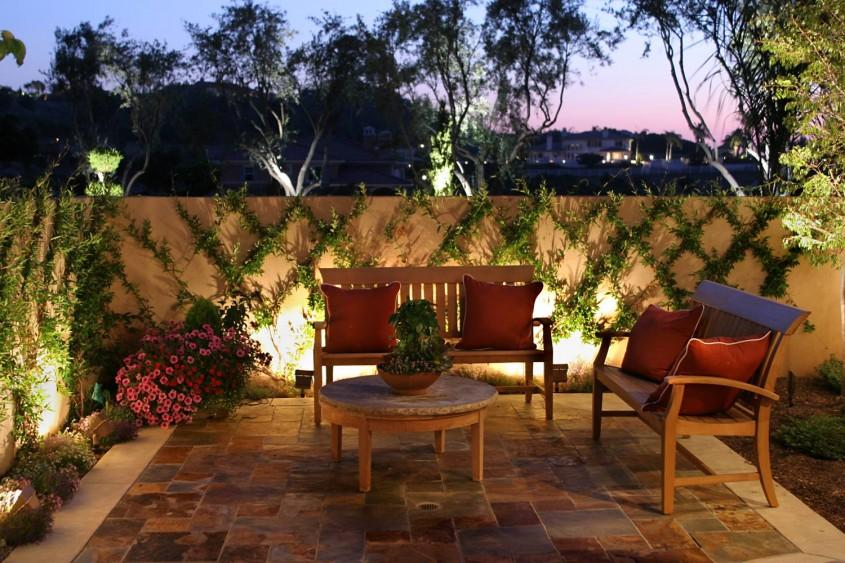 Foto via fancyhomedesign.net - Spoturi si lampi bine pozitionate schimba aspectul gradinii sau terasei