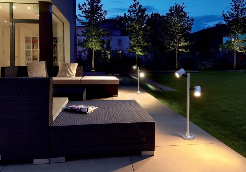 Foto via prolandscapermagazine.com - Spoturi si lampi bine pozitionate schimba aspectul gradinii sau terasei