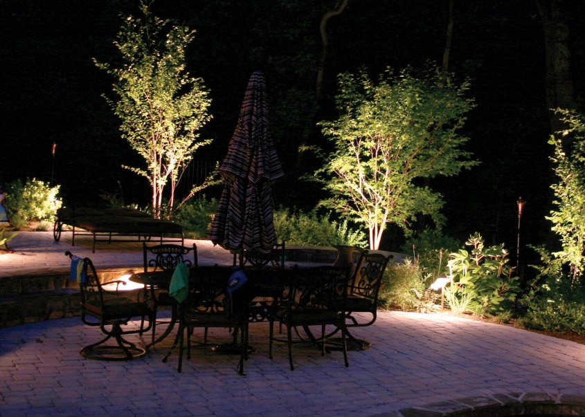 Foto via www.myelectrician.ie - Spoturi si lampi bine pozitionate schimba aspectul gradinii sau terasei