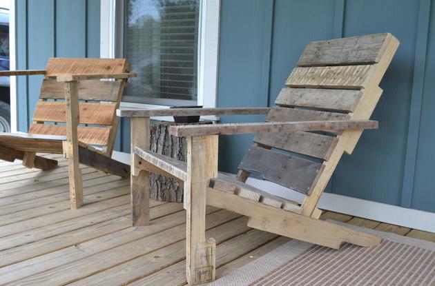 Lemnul reciclat, perfect pentru mobilier de exterior - Doua sezlonguri eco-western