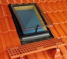 Ferestre de acces pe acoperis cu deschidere in jurul articulatiei superioare - WSS - WSZ - FERESTRE STANDARD DE ACCES PE ACOPERIS DESTINATE INCAPERILOR NELOCUITE