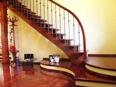 Scara interioara din lemn - Realizata la comanda - Scari interioare din lemn - Realizate la