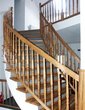 Placare cu lemn masiv de stejar - Scara din beton realizata pe curb - Placari cu lemn pentru scari din beton - TURSO HOLZ