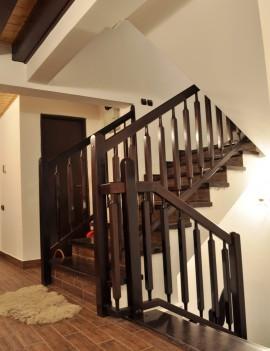 Trepte si Balustrada din lemn culoare wenghe - Scara din beton - Placari cu lemn pentru