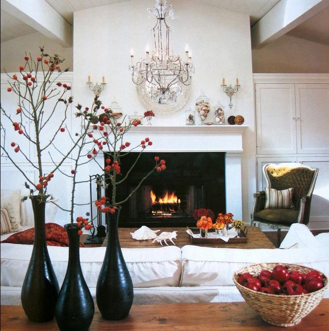 Niste crengi goale dar cu bace rosii pe ele sunt de asemenea un ornament simplu -