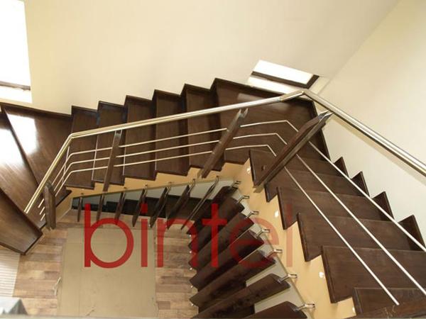 Scara placata cu lemn si balustrada inox cu montanti stejar - BINTEL