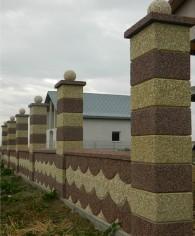 Gard spalat marron prugna/crem cu panouri solzi - Produse prefabricate din beton