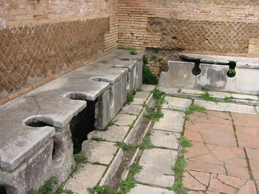 Toaleta publica in orasul roman de coasta Ostia