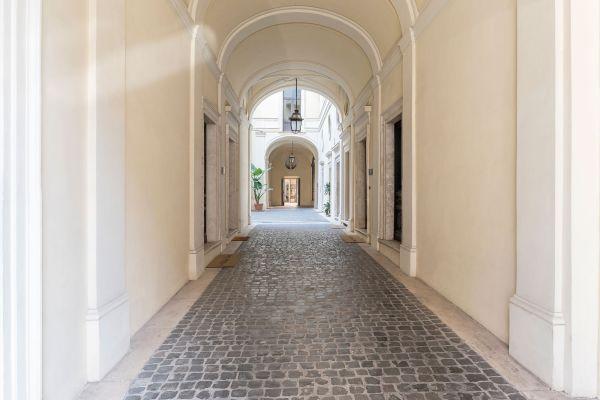 În interiorul unui conac italian din perioada Renașterii, care poate fi cumpărat cu bitcoin