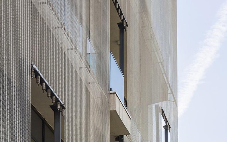 Fatada ventilata realizata cu plase din inox incombustibile Haver & Boecker, Office Poligrafiei Bucuresti