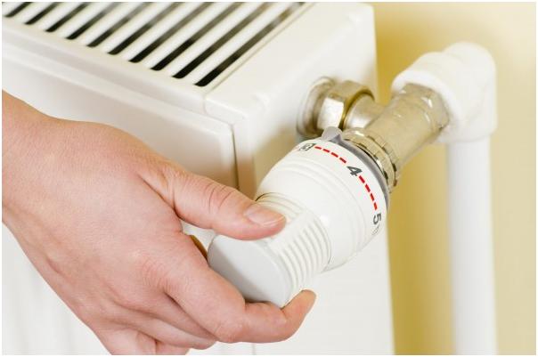 <p><strong>4.Fa revizia aparatului de aer conditionat </strong></p><p><br /></p><p>Inainte de sezonul cald apeleaza la un specialist care sa verifice nivelul de Freon, dar si pentru igienizare. </p><p><br /></p><p> <strong>5.Foloseste aparate electrocasnice si electronice din clasa de consum A +</strong></p><p><br /></p><p>Acestea consuma cu 70 % mai putin decat aparatele vechi. Utileaza-ti bucataria, pe cat posibil, cu aparate electrocasnice eficiente, precum aragazele cu cuptoare electrice, care pot reduce cu pana la 35% timpul de preparare a alimentelor, respectiv consumul energetic necesar pentru pregatirea mesei. De asemenea, aspiratoarele economice, cu tehnologii de filtrare eficiente si consum redus de energie, iti vor usura munca si te vor ajuta si ele sa economisesti bani.</p>