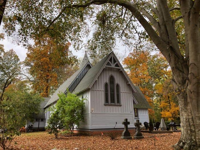 O biserică veche de 120 de ani transformată într-o locuință pentru o familie cu trei copii