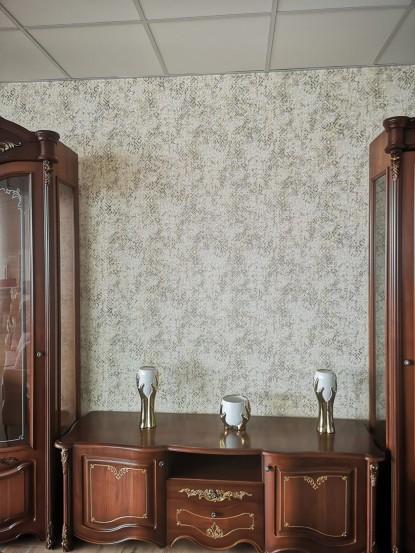 Camera cu mobilier maro si tapet Gamma Argint-Cafea  Bucuresti TOP RESERVE BUSINESS