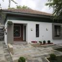 Pavaje si borduri pentru un ambient elegant, aerisit si atemporal pentru o casa din Campina