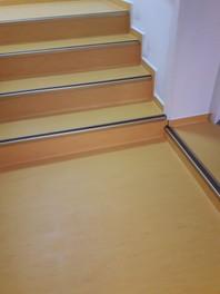 Pardoseala din PVC antiderapanta pentru scari - TARKETT STANDARD PLUS