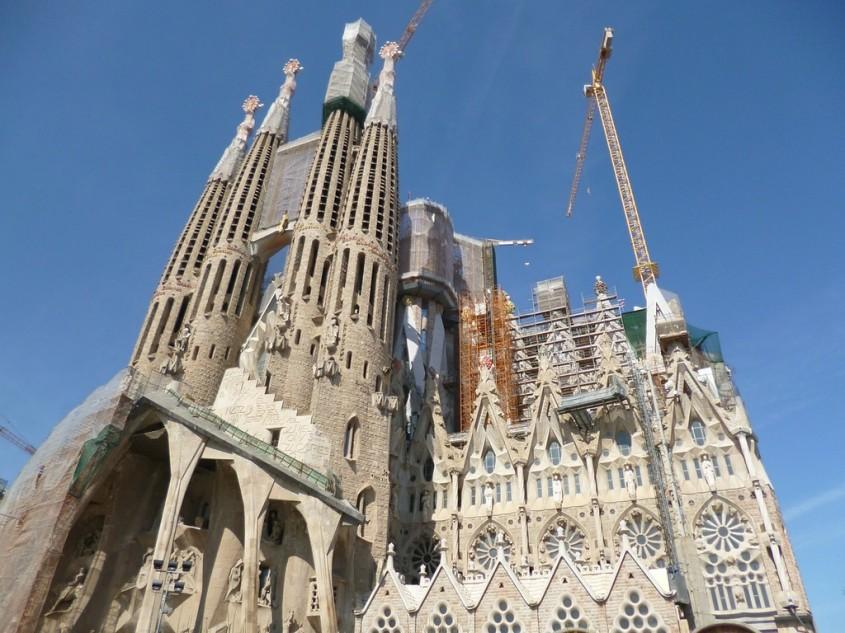 Catedrala Sagrada Familia a intrat în legalitate dupa 137 de ani Istoria tumultoasă a capodoperei lui
