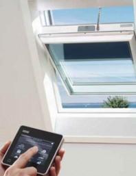Fereastra de mansarda cu actionare solara pentru case pasive - VELUX GGU 008230