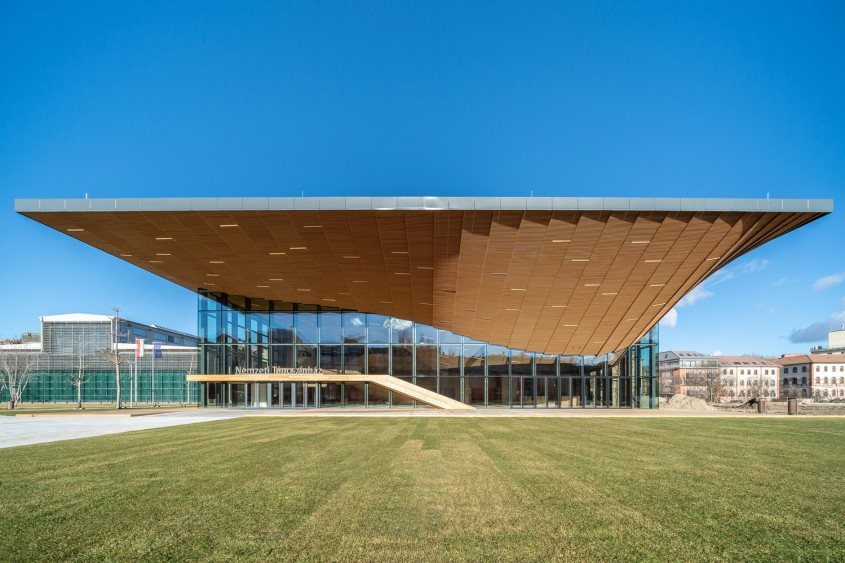 Teatrul Național de Dans / Zoboki Design and Architecture / Ungaria