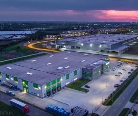 Iluminat perimetral și parcare pentru hală industrială