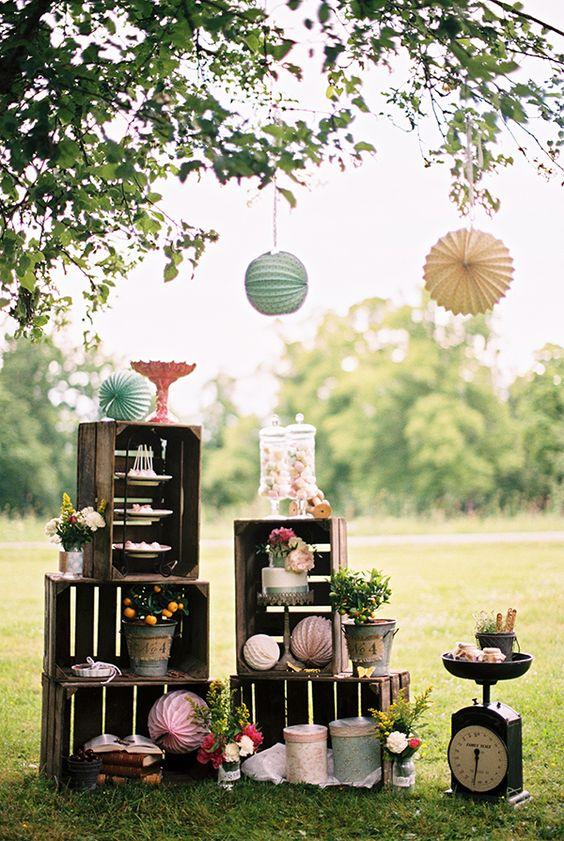 Idei de amenajare și de decorațiuni pentru nuntă cu lădițe