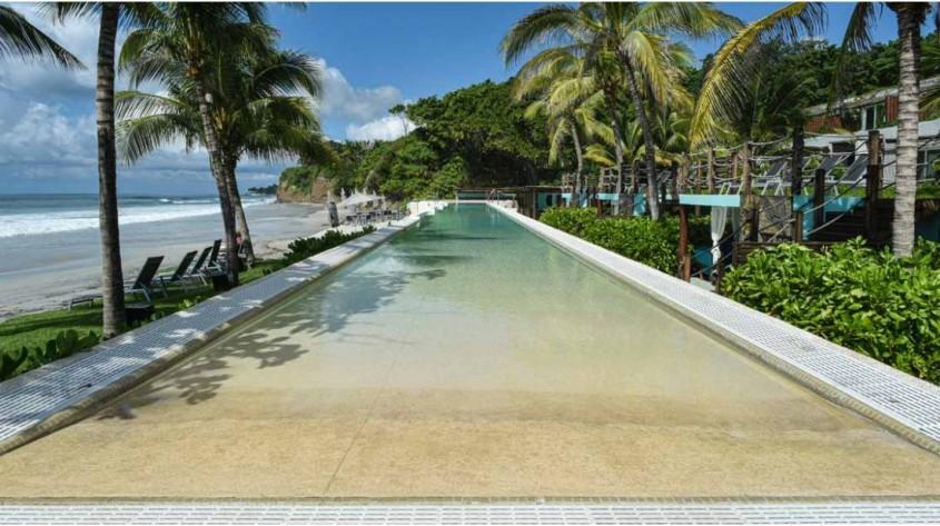 Myrtha Pools a furnizat un bazin infinity pentru hotelul W Punta de Mita Marriott