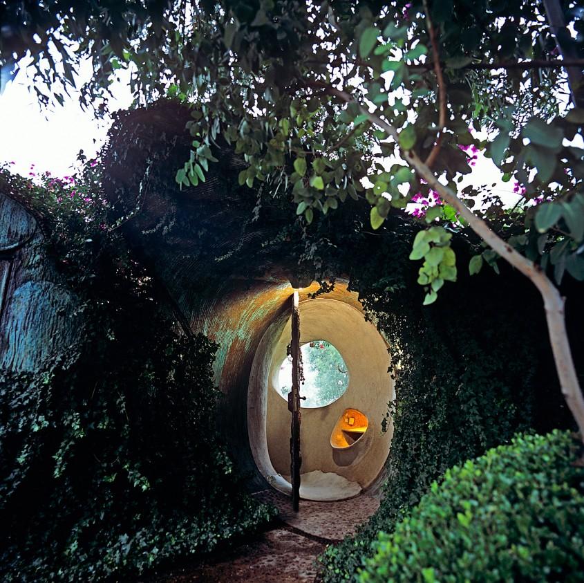 Casa care pare că nu este acolo: Un exemplu remarcabil de arhitectură organică
