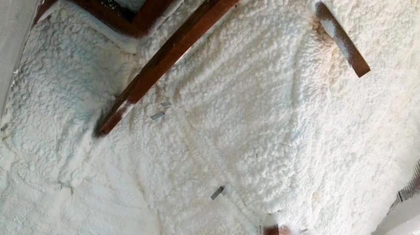 Izolarea termică a podelei cu spumă poliuretanică – ce trebuie să știți