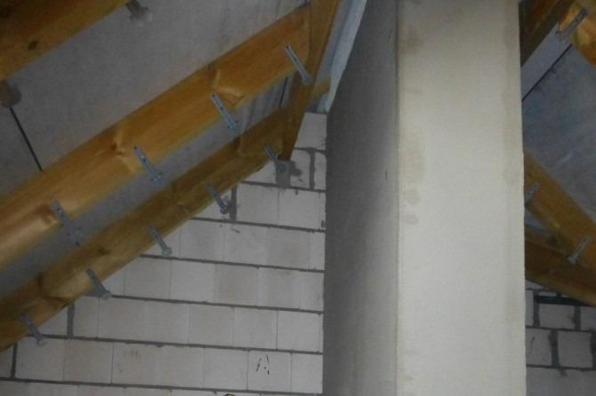 Camera trebuie pregătită înainte de pulverizare cu spumă poliuretanică Ar trebui să fie instalat un cuier