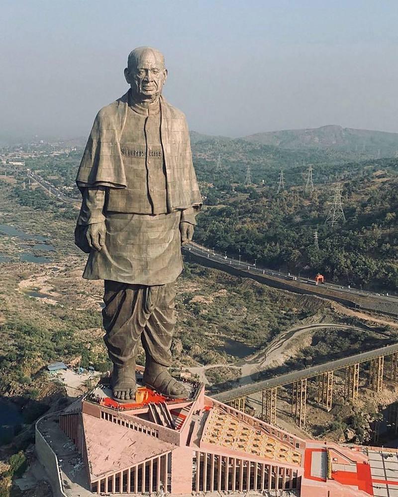 A fost inaugurată cea mai înaltă statuie din lume. Este de două ori cât Statuia Libertății
