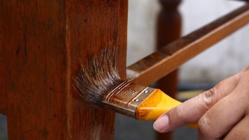 Care sunt etapele de tratare a suprafețelor din lemn?