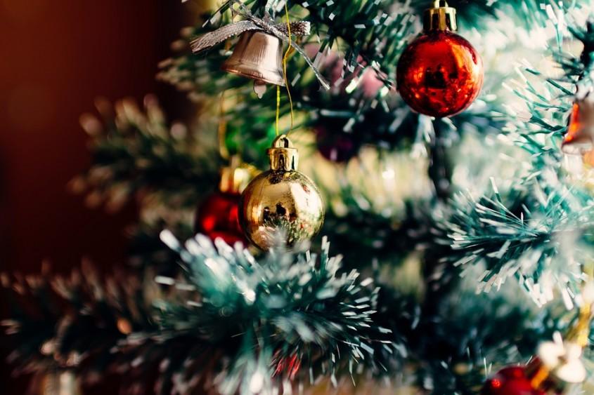 Brad de Crăciun natural sau artificial? Ce să alegi anul acesta