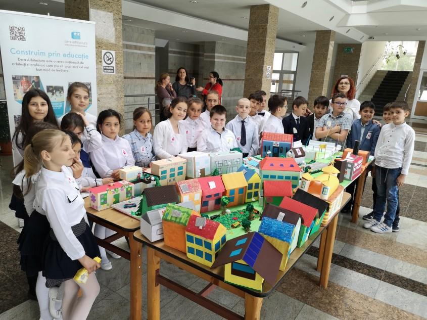 Expoziţiile claselor De-a arhitectura încheie anul şcolar 2018-2019