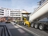 Finisor de asfalt pe roti - Volvo P5870C