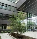 Fațadă ventilată din fibrociment la o clădire administrativă în Munchen