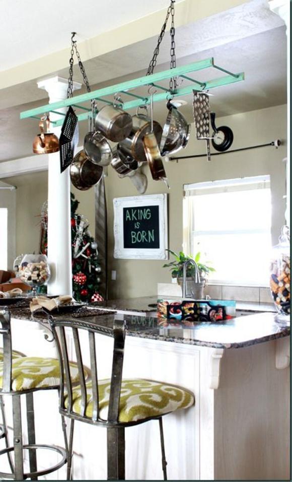 <p>Sau o poti suspendata de tavan pentru a agata de ea vase sau corpuri de iluminat.</p>