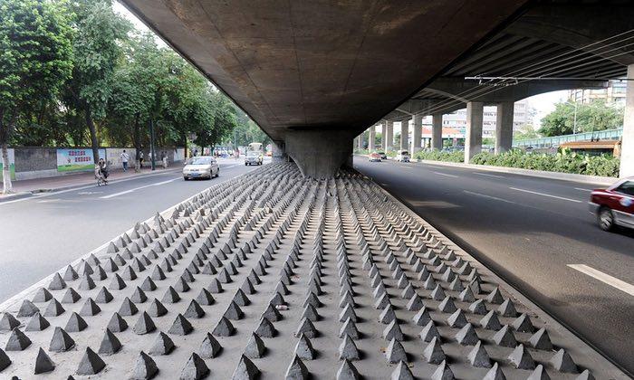 Arhitectura ostilă un fenomen perfid care se strecoară pe nesimțite în orașele lumii Tu ai băgat