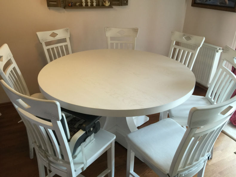 <i>Set de scaune Dijon si masa rotunda Britain finisate in alb mat</i>