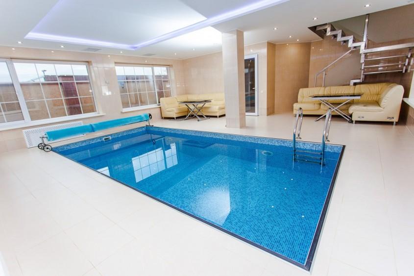 Cum se întrețin corect piscinele de interior?