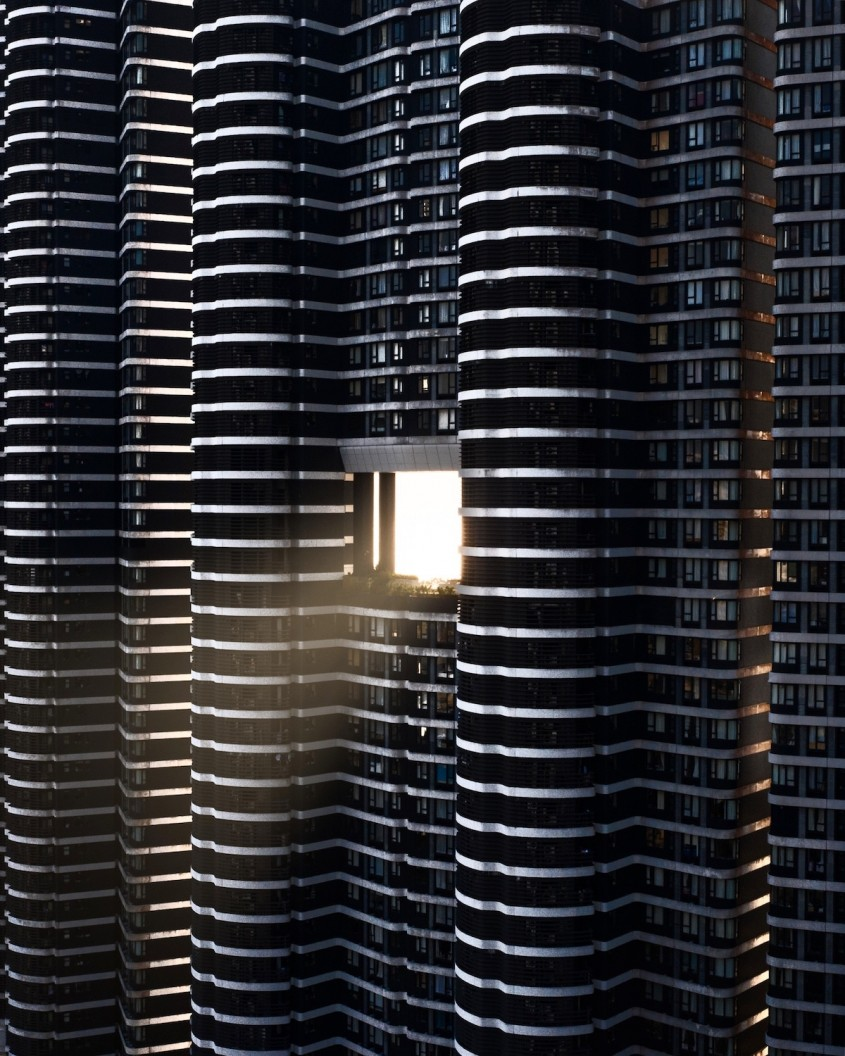 """Poarta dragonului"" dintr-o cladire din Hong Kong. Imagine de Blair Sugarman"