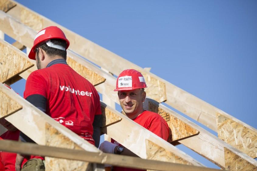 Habitat for Humanity caută 100 voluntari care vor construi 8 case în 5 zile la BIG