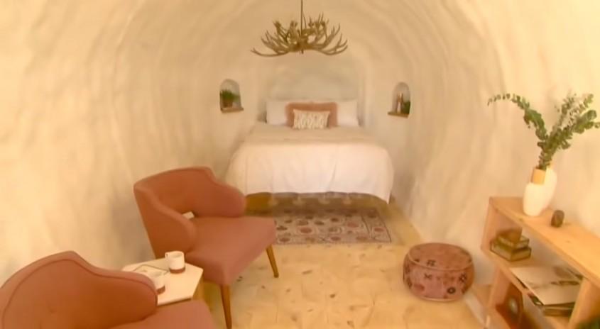 La exterior arată ca un cartof, dar sigur ți-ar plăcea să petreci o noapte aici
