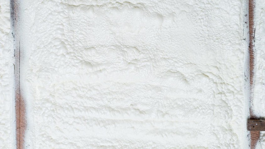 Izolarea fonică a tavanului cu spumă poliuretanică. Protecție eficientă împotriva zgomotului