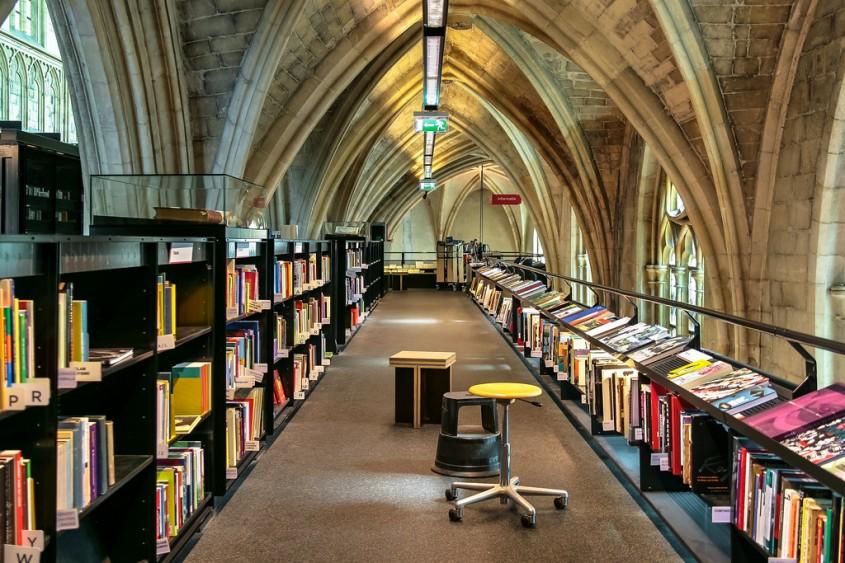 O biserica transformata intr-o librarie