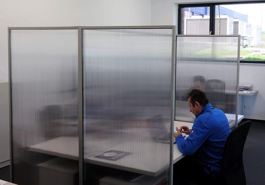 Panouri separatoare pentru birouri, terase, cafenele