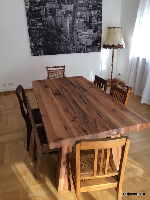 <i>Masa din lemn masiv de cer model Georgia</i>