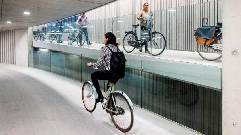 1. Cea mai mare parcare pentru biciclete in lume