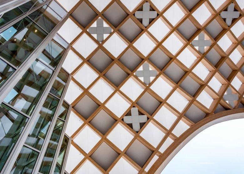 Noul sediu Swatch este una dintre cele mai mari și mai neobișnuite structuri din lemn