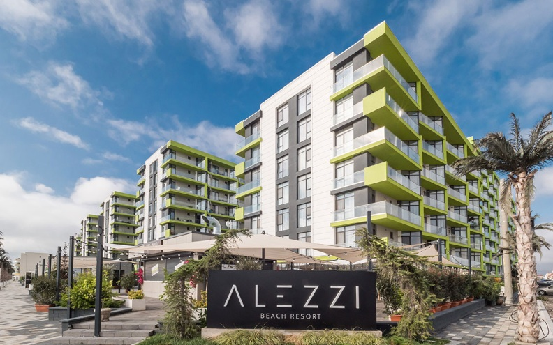 Fatada ventilata realizata cu placi din fibrociment incombustibile Cembrit, Alezzi Beach Resort Mamaia