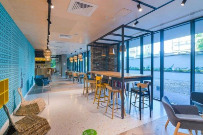 ibis Styles Bucharest - receptia hotelului - decor cu motive traditionale  Bucuresti CHAIRRY